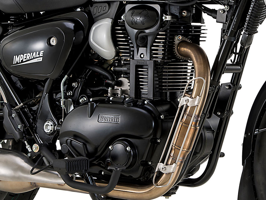 The beating heart of the Imperiale 400 is the new single-cylinder, four-stroke, aircooled engine with a single overhead camshaft timing system and electronic fuel injection offering maximum fuel economy in any riding conditions. Its maximum power is 20.4 hp (15.5 kW) at 5500 rpm, with torque of 28 Nm (2.95 kgm) at 3500 rpm.